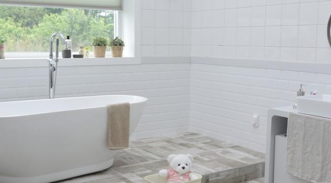 et si on relookait sa salle de bains sans pour autant se ruiner ? - Fenetre Pvc Pour Salle De Bain