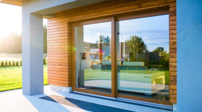 Comment bien entretenir ses portes et fenêtres PVC toute l'année ?
