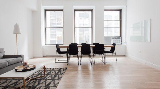 Parquet, fenêtre PVC, les moyens d'éclairer et de moderniser votre espace