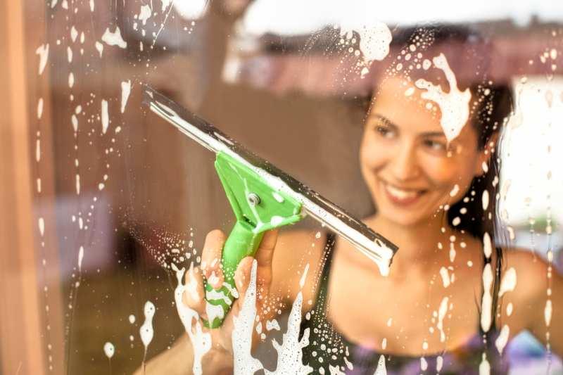 Comment laver ses fenêtres avec Oknoplast